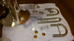 分解洗浄後の乾燥中な楽器